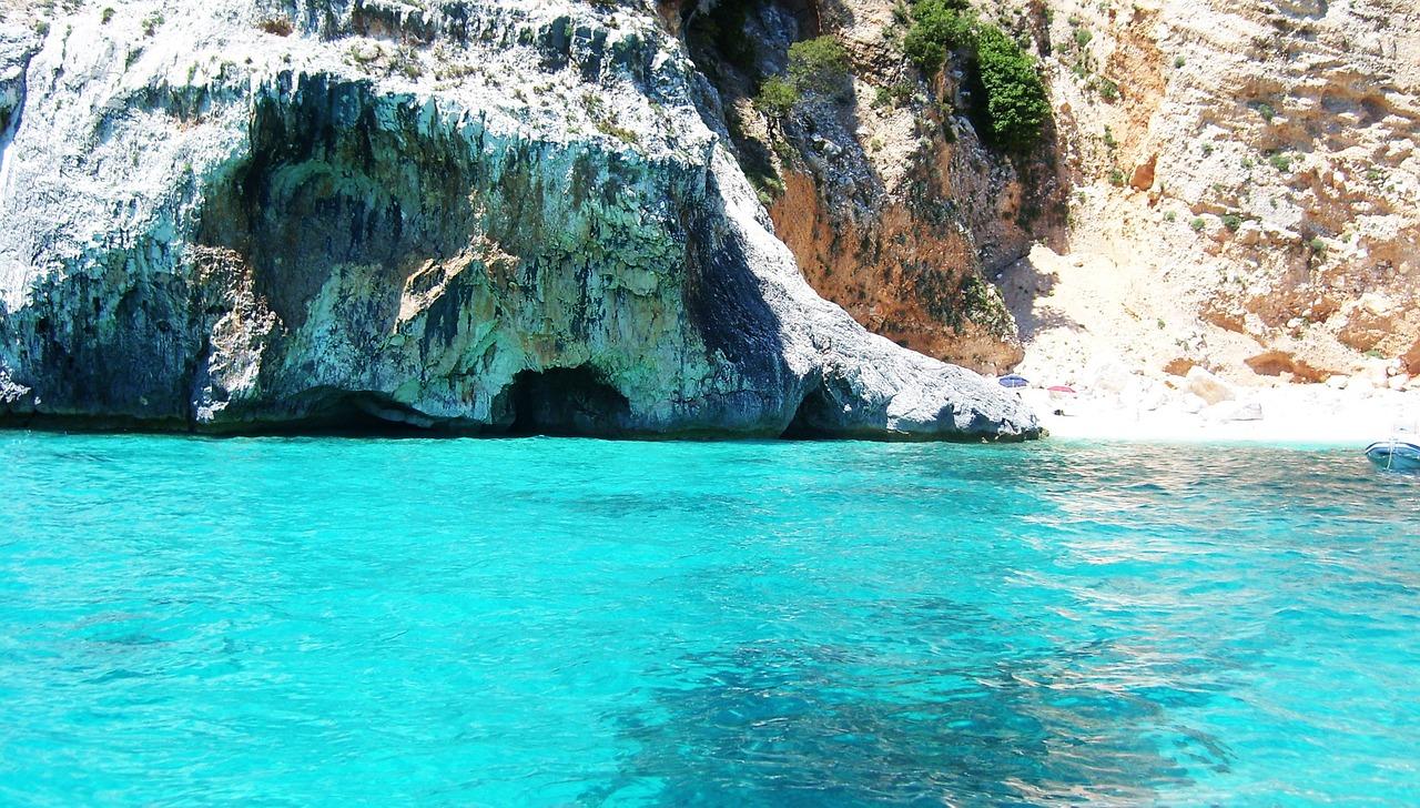 sardinian-beach-1236509_1280