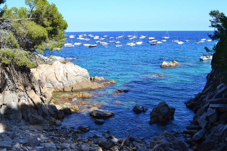 7 Tage spanische Sonne an der Costa Brava im 3* Hotel mit Halbpension und Flügen ab 349€